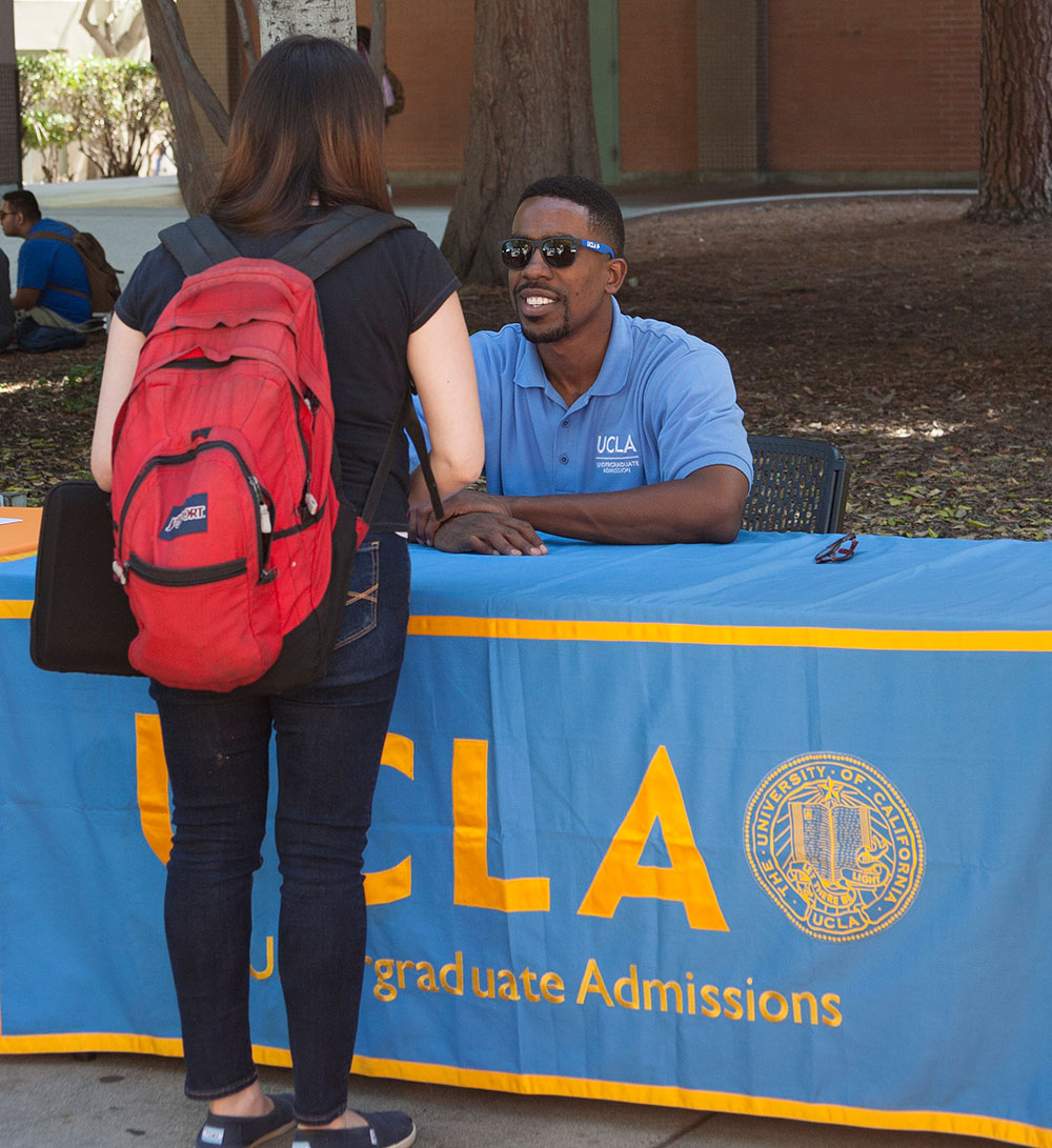A representative from UCLA helps a PCC student interested in transfer.